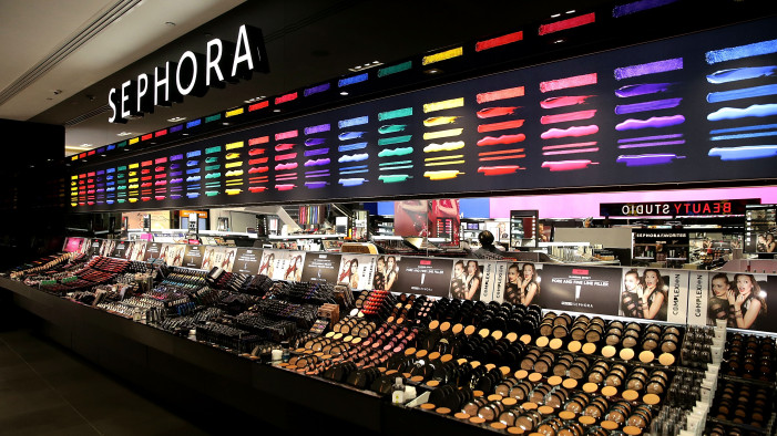 Retail Display Case Inspiration to Grow Your Cosmetics Company